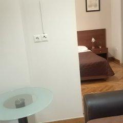 Отель Ambrosia Suites & Aparts Греция, Афины - 2 отзыва об отеле, цены и фото номеров - забронировать отель Ambrosia Suites & Aparts онлайн сейф в номере