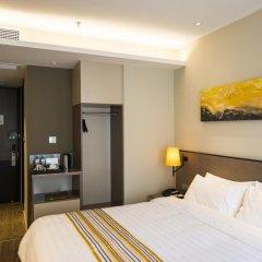 Отель Home Inn Plus West Lake Jiefang Road сейф в номере