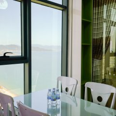 Апартаменты Sunrise Ocean View Apartment Нячанг питание