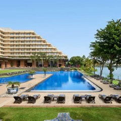 Отель Cinnamon Lakeside Colombo Шри-Ланка, Коломбо - 2 отзыва об отеле, цены и фото номеров - забронировать отель Cinnamon Lakeside Colombo онлайн бассейн фото 2