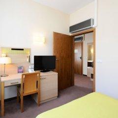 Отель Oliwski Hotel Польша, Гданьск - отзывы, цены и фото номеров - забронировать отель Oliwski Hotel онлайн удобства в номере фото 2