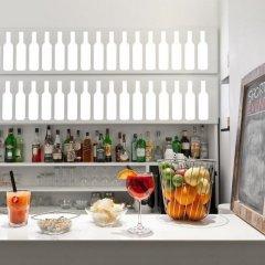 White Hotel гостиничный бар