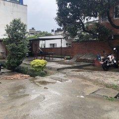 Отель Guheswori bed and breakfast Непал, Лалитпур - отзывы, цены и фото номеров - забронировать отель Guheswori bed and breakfast онлайн парковка