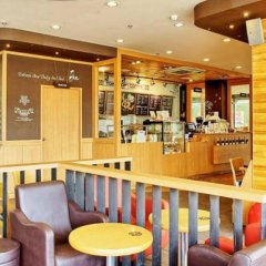 Отель Red Planet Pattaya Таиланд, Паттайя - 12 отзывов об отеле, цены и фото номеров - забронировать отель Red Planet Pattaya онлайн гостиничный бар