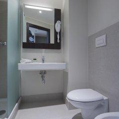 Отель B&B Hotel Bergamo Италия, Бергамо - 7 отзывов об отеле, цены и фото номеров - забронировать отель B&B Hotel Bergamo онлайн ванная фото 2