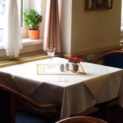 Отель Wellness Hotel Jean De Carro Чехия, Карловы Вары - отзывы, цены и фото номеров - забронировать отель Wellness Hotel Jean De Carro онлайн гостиничный бар