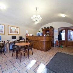 Отель Little Quarter Hostel Чехия, Прага - 11 отзывов об отеле, цены и фото номеров - забронировать отель Little Quarter Hostel онлайн интерьер отеля