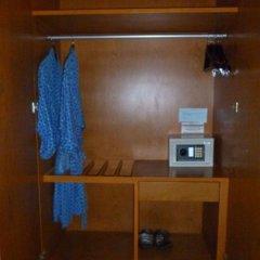 Отель Chang Residence сейф в номере