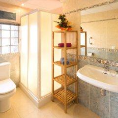 Отель InmoSantos Apartaments Daniel Испания, Курорт Росес - отзывы, цены и фото номеров - забронировать отель InmoSantos Apartaments Daniel онлайн ванная