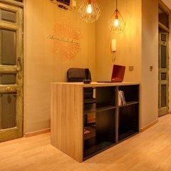 Отель Abracadabra Suites Испания, Мадрид - отзывы, цены и фото номеров - забронировать отель Abracadabra Suites онлайн интерьер отеля