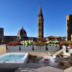 Отель San Firenze Suites & Spa Флоренция бассейн