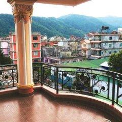Отель Aroma Tourist Hostel Непал, Покхара - отзывы, цены и фото номеров - забронировать отель Aroma Tourist Hostel онлайн балкон