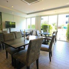 Отель Crystal Suites Suvarnabhumi Airport Бангкок интерьер отеля фото 3