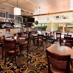 Отель Best Western Hollywood Plaza Inn США, Лос-Анджелес - отзывы, цены и фото номеров - забронировать отель Best Western Hollywood Plaza Inn онлайн питание фото 3