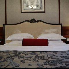 Shanghai Donghu Hotel сейф в номере