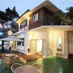 Отель Namsan Guesthouse бассейн