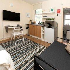 Отель Cosy Studio in Heart of West Didsbury Великобритания, Манчестер - отзывы, цены и фото номеров - забронировать отель Cosy Studio in Heart of West Didsbury онлайн комната для гостей фото 2