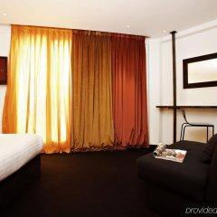 Le Chat Noir Design Hotel сейф в номере
