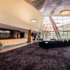 Отель Crowne Plaza Alice Springs Lasseters интерьер отеля