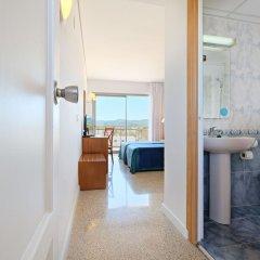 Отель azuLine Hotel S'Anfora & Fleming Испания, Сан-Антони-де-Портмань - отзывы, цены и фото номеров - забронировать отель azuLine Hotel S'Anfora & Fleming онлайн удобства в номере фото 2