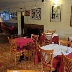Отель The Camelot Rest House питание фото 2