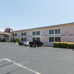 Отель Clarion Inn and Summit Center парковка