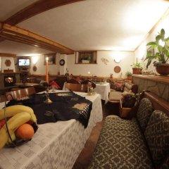 Отель Dobrikovskata Guest House Болгария, Чепеларе - отзывы, цены и фото номеров - забронировать отель Dobrikovskata Guest House онлайн гостиничный бар