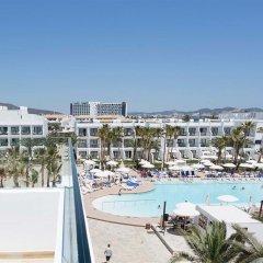 Отель Grand Palladium White Island Resort & Spa - All Inclusive Испания, Сан-Жозеф де Са Талая - отзывы, цены и фото номеров - забронировать отель Grand Palladium White Island Resort & Spa - All Inclusive онлайн балкон