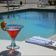 Отель Charter Inn and Suites бассейн фото 3