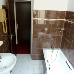 Отель Hôtel du Helder Франция, Лион - 1 отзыв об отеле, цены и фото номеров - забронировать отель Hôtel du Helder онлайн ванная