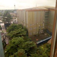 Отель Golden Tulip Airport Hotel Нигерия, Варри - отзывы, цены и фото номеров - забронировать отель Golden Tulip Airport Hotel онлайн балкон