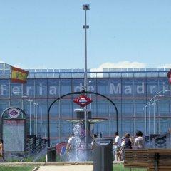 Отель Ibis Madrid Aeropuerto Barajas Мадрид спортивное сооружение