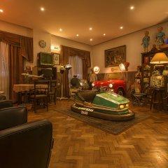 Отель Pão de Açúcar – Vintage Bumper Car Hotel Португалия, Порту - 1 отзыв об отеле, цены и фото номеров - забронировать отель Pão de Açúcar – Vintage Bumper Car Hotel онлайн гостиничный бар