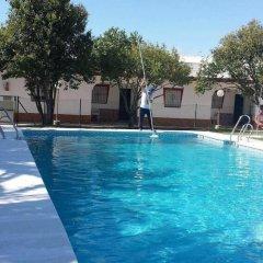 Отель Hostal las Parcelas Испания, Кониль-де-ла-Фронтера - отзывы, цены и фото номеров - забронировать отель Hostal las Parcelas онлайн бассейн фото 3