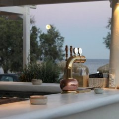 Отель Anemos Beach Lounge Hotel Греция, Остров Санторини - отзывы, цены и фото номеров - забронировать отель Anemos Beach Lounge Hotel онлайн бассейн фото 2