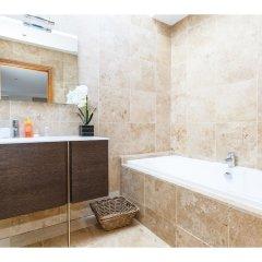 Отель Rare and Gorgeous Hyde Park Mews House Sleeps 8 ванная фото 2