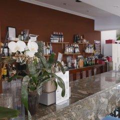 Отель Hostal Alcina гостиничный бар