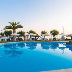 Отель Corali Beach бассейн