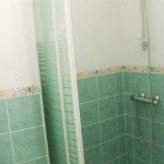 Отель Hostal las Parcelas Испания, Кониль-де-ла-Фронтера - отзывы, цены и фото номеров - забронировать отель Hostal las Parcelas онлайн ванная