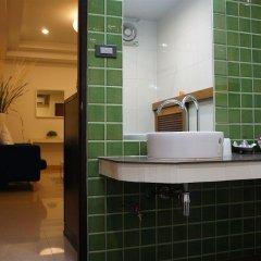 Отель Ratchadamnoen Residence Бангкок ванная фото 2