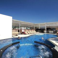 Отель Absolute Bangla Suites бассейн