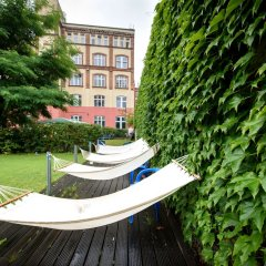 Отель A&O Berlin Friedrichshain Германия, Берлин - 3 отзыва об отеле, цены и фото номеров - забронировать отель A&O Berlin Friedrichshain онлайн бассейн фото 2