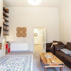 Апартаменты Vibrant Spacious Apartment In West End Глазго комната для гостей фото 4