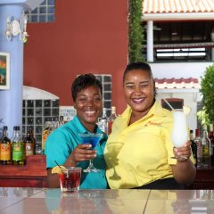 Отель Mangos Boutique Beach Resort гостиничный бар