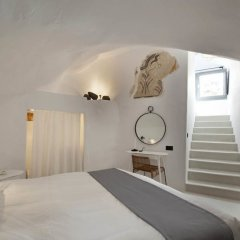 Отель Ikies Traditional Houses Греция, Остров Санторини - 1 отзыв об отеле, цены и фото номеров - забронировать отель Ikies Traditional Houses онлайн сейф в номере