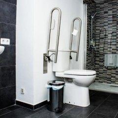 Отель Cool and Chic Hostel Испания, Оспиталет-де-Льобрегат - отзывы, цены и фото номеров - забронировать отель Cool and Chic Hostel онлайн ванная фото 2