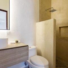 Отель Dewl Studios & Residences - The Kahlo Мексика, Плая-дель-Кармен - отзывы, цены и фото номеров - забронировать отель Dewl Studios & Residences - The Kahlo онлайн ванная фото 2