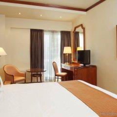 Отель Holiday Inn Thessaloniki комната для гостей фото 3