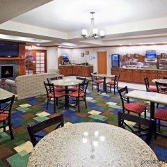Отель Holiday Inn Express and Suites Lafayette East гостиничный бар