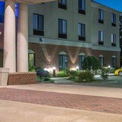 Отель Holiday Inn Express and Suites Lafayette East парковка